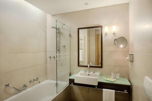 NH Catania Centro - Catania - Bathroom