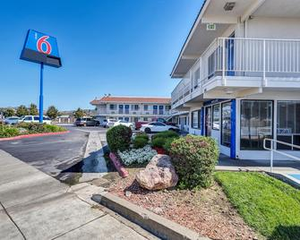 Motel 6 Vallejo Six Flags West - Vallejo - Building