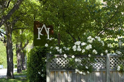 Arrowtown House Boutique Accommodation - Queenstown - Outdoors view