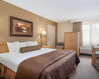 Ramada by Wyndham Plymouth Hotel & Conference Center - Plymouth - Спальня