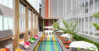 曼谷考山路韋恩泰宜必思尚品酒店 - 曼谷 - 建築