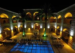 Kanuni Kervansaray Historical Hotel - Çeşme - Pool