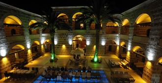 Kanuni Kervansaray Historical Hotel - Cesme - Pool