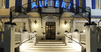 هوتل ألفيري - ألاسيو - مبنى