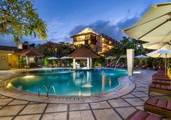 Hotel Puri Raja - Kuta - Pool