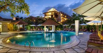 Hotel Puri Raja - Kuta - Piscina