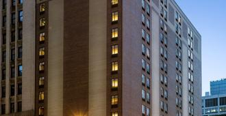 Hampton Inn Cleveland-Downtown - Cleveland - Building