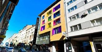 Hotel Colors Inn - Sarajevo - Building