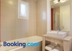Résidence Odalys Le Mas des Flamants - Aigues-Mortes - Bathroom