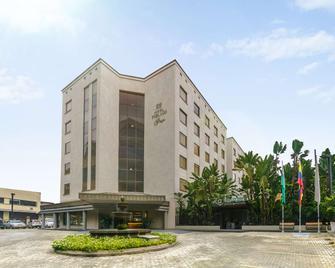 波夫拉多廣場酒店 - 麥德林 - 麥德林 - 建築