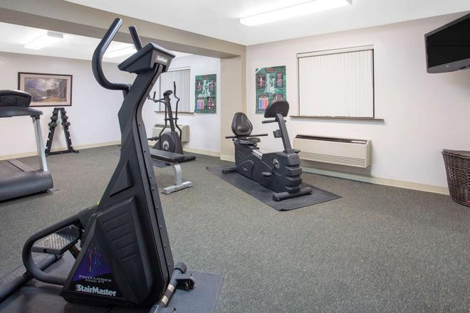 Super 8 by Wyndham Billings - Billings - Gym