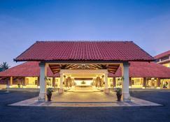 Mercure Manado Tateli Resort and Convention - Manado - Κτίριο
