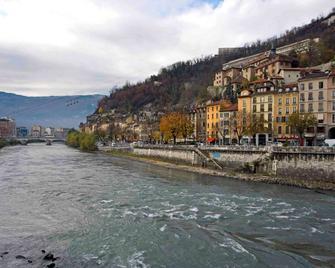 Hotelf1 Grenoble Université - Gières - Venkovní prostory