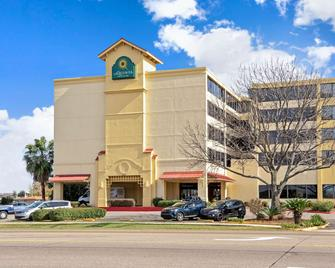 La Quinta Inn & Suites by Wyndham New Orleans Airport - Kenner - Building
