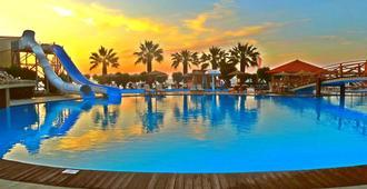 Doreta Beach Resort - Rodas - Piscina