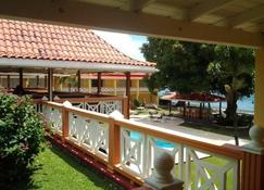 Sunset Shores Beach Hotel - Kingstown - Building