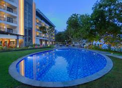 Aston Anyer Beach Hotel - Cinangka - Pool