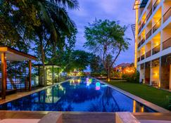 Aston Anyer Beach Hotel - Anyar - Pool