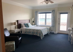 Atlantic Breeze Suites - Hampton Beach - Bedroom