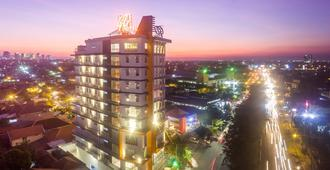 Great Diponegoro Hotel Surabaya - סוראבאיה - בניין