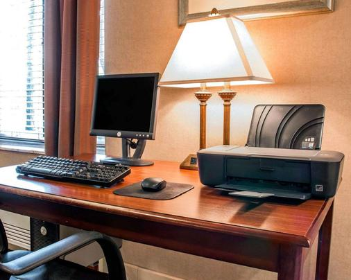 Comfort Inn - Livonia - Business centre