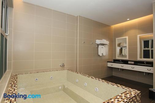 Casa Bianca - Kluang - Bathroom