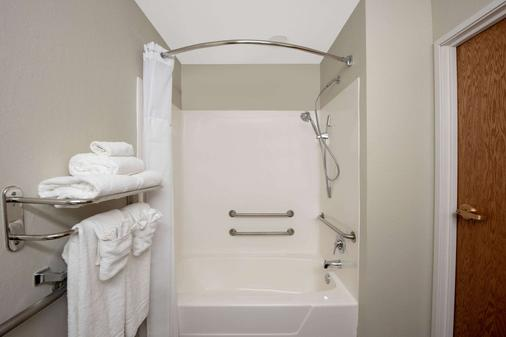 Microtel Inn & Suites by Wyndham Springfield - Springfield - Bathroom