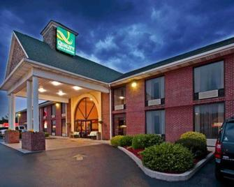 Quality Inn & Suites - Somerset - Building