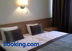 Sky-High Hotel - Riga - Bedroom