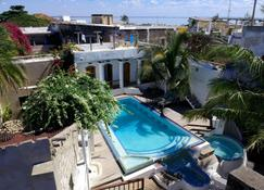 Cafe Central - Mozambique Island - Pool