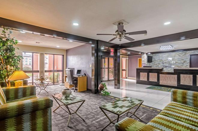 Quality Inn South - Wichita - Lobby