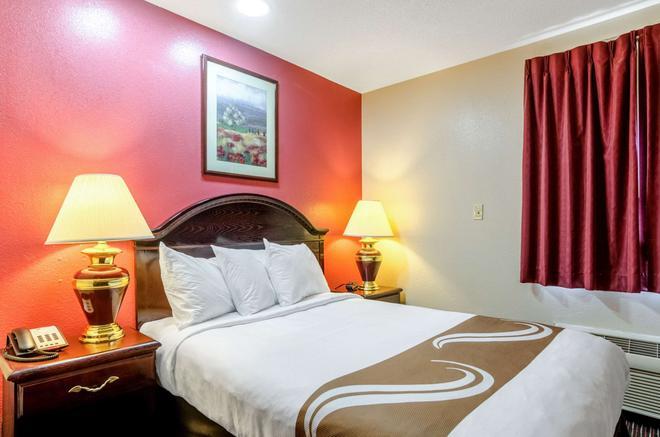 Quality Inn South - Wichita - Bedroom
