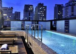 愛伽利素坤逸13號酒店 - 曼谷 - 游泳池
