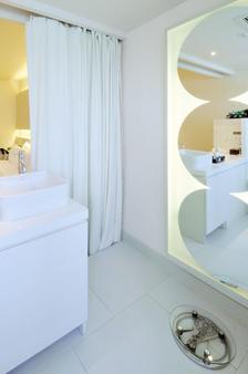愛伽利素坤逸13號酒店 - 曼谷 - 浴室