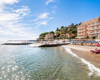 Hotel Golfo e Palme - Diano Marina - Toà nhà