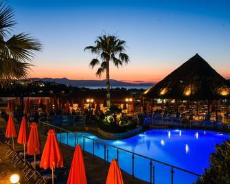 Theo Hotel - Nea Kydonia - Басейн