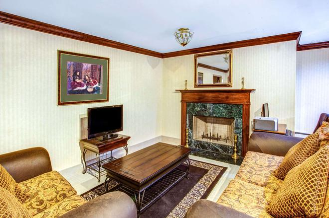 Days Inn by Wyndham Kennesaw - Kennesaw - Living room