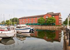 Holiday Inn Hull Marina - Hull - Building