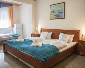 Hotel Atlantis - Ramstein-Miesenbach - Спальня