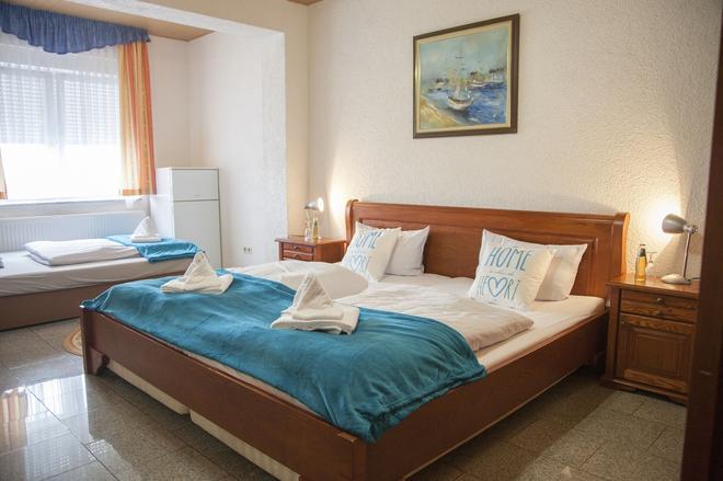 Hotel Atlantis - Ramstein-Miesenbach - Bedroom