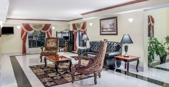 Days Inn by Wyndham Houston - Houston - Living room