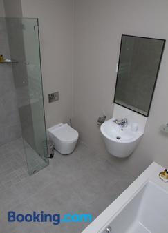 Ocean Bay Guest House - Port Elizabeth - Bathroom