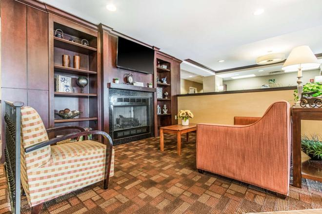 Quality Inn and Suites - Lawrenceburg - Lobby