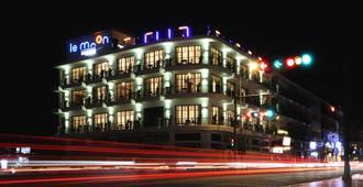 Amanjaya Pancam Suites Hotel - Phnom Penh - Building