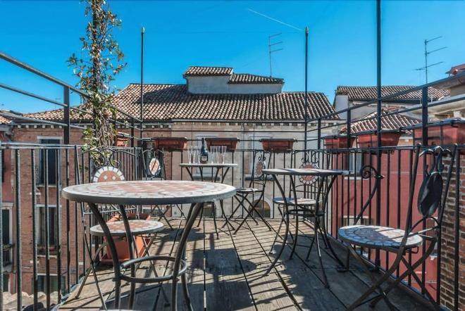 Ca' San Trovaso - 6 Rooms - Venice - Balcony