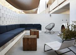 Ace Hotel and Swim Club - Palm Springs - Innenhof