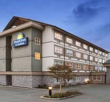 Days Inn & Suites by Wyndham, Langley