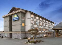 Days Inn & Suites by Wyndham, Langley - Langley - Building
