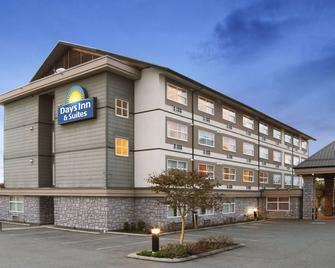 Days Inn & Suites by Wyndham, Langley - Ленглі - Building