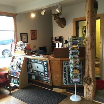 Cody Holiday Lodge - Cody - Front desk